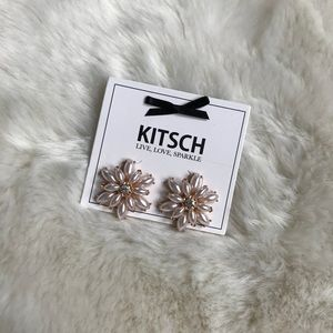 NWT KITSCH FLOWER STATEMENT STUD EARRINGS
